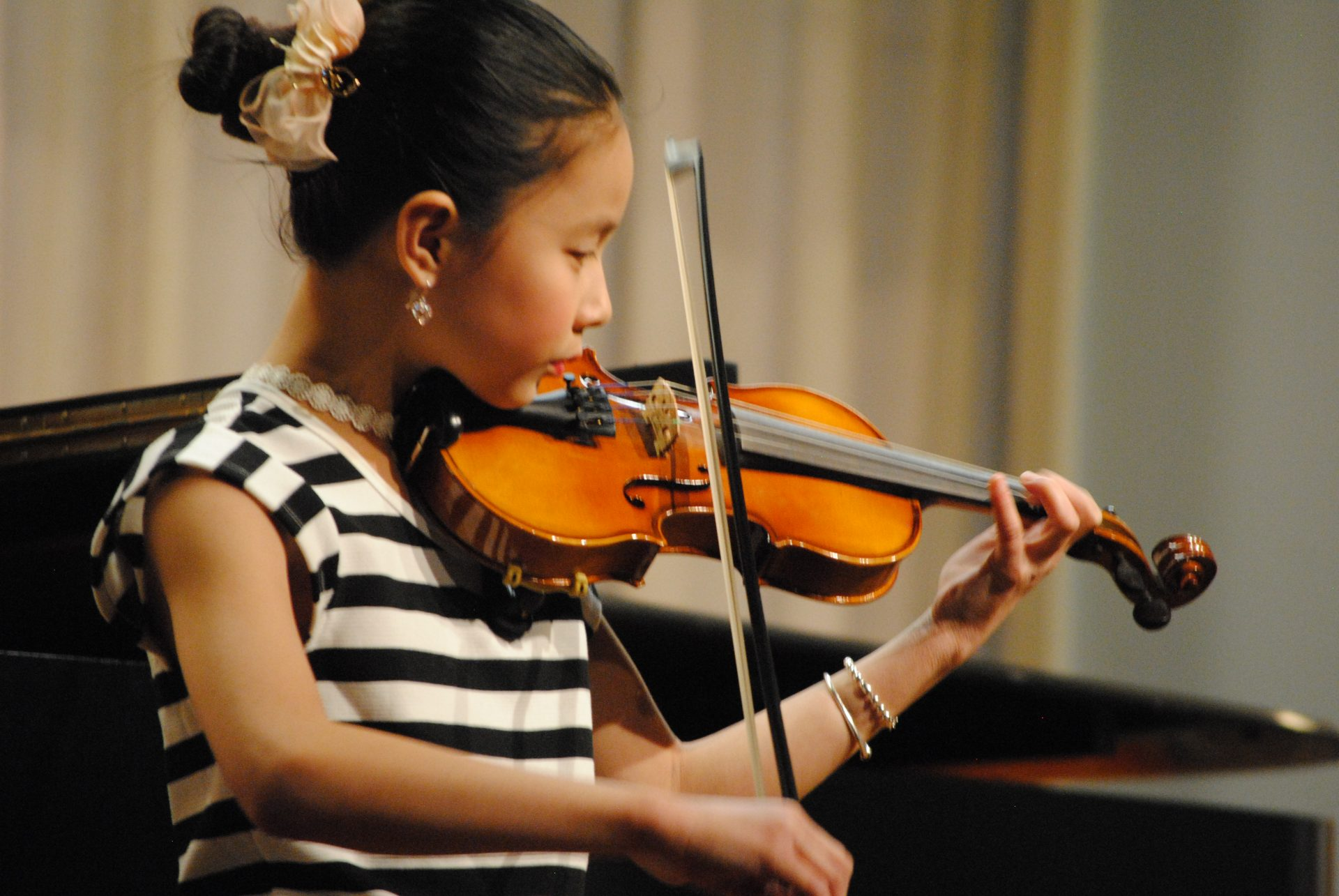 Violin performance at Settlement.