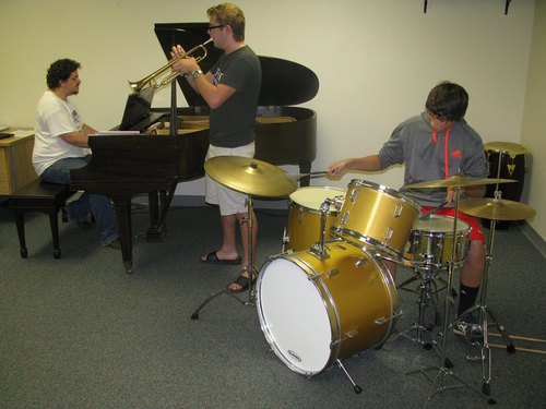 Settlement jazz students rehearse