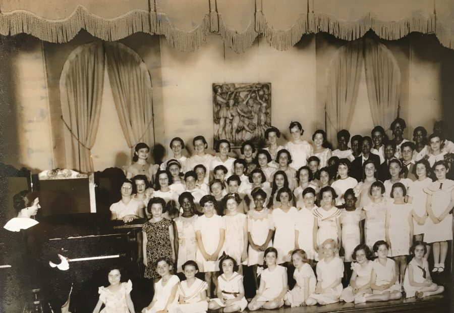 A historic photo of a Settlement Music School choir performance.