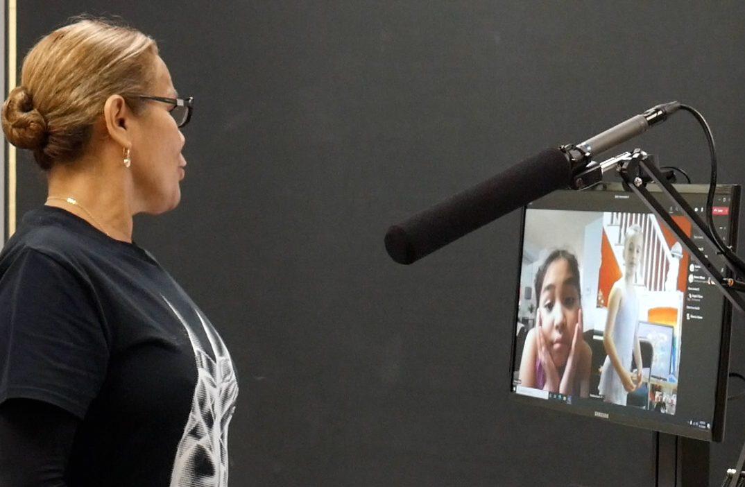 Dance faculty member Kaye Fernandez teaches a virtual ballet class.